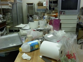 messy_kitchen